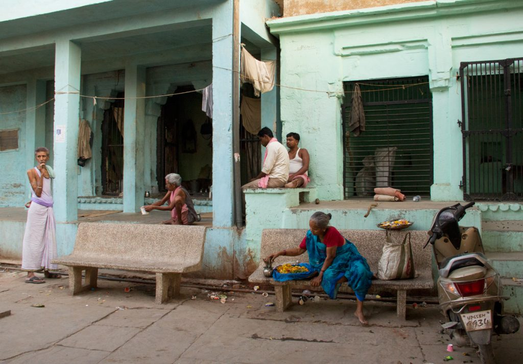 quotidianità in uno dei vicolo della città vecchia